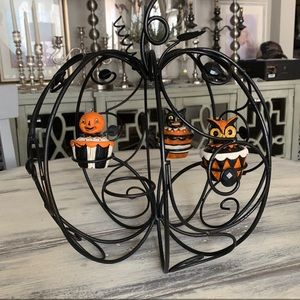 Black metal pumpkin centerpiece candle holder